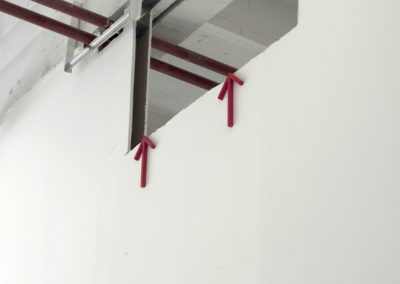 <strong>(in situ) Yahya, rouge</strong><br />2014<br /><em>Acrylic spray on steel,<br />dimensions variables</em>