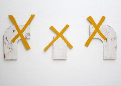 <strong>Trois Moulins (Triptychon für Mondrian)</strong><br />2014<br /><em>Acrylic paint and filler on plywoods,<br />(gauche) 134 x 75 cm<br />(milieu) 91,5 x 80 cm<br />(droite) 120 x 88,5 cm</em>