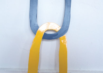 <strong>(Seing) Un (Gris & Jaune)</strong><br />2014<br /><em>Gloss paint on aluminium,<br /> 83 x 25 x 0,2 cm</em>