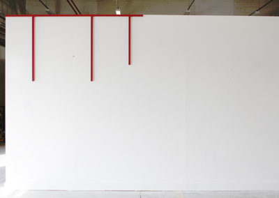 <strong>(in situ) sommet</strong><br />2014<br /><em>Acrylic spray on steel,<br /> 110 x 295 x 3 cm</em>