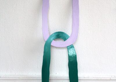 <strong>(Seing) Un (Violet & Vert)</strong><br />2014<br /><em>Gloss paint on aluminium,<br /> 83 x 25 x 0,2 cm</em>